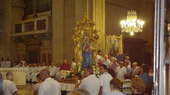 La solenne processione alla Cattedrale