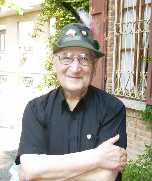 Una recente foto di Don Bussolini con il cappello da alpino