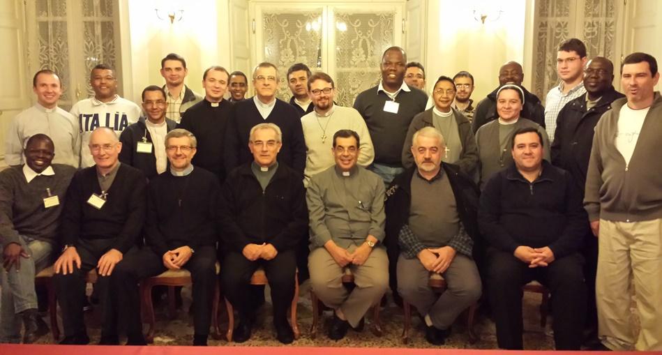 Gruppo dei formatori nella sala del 1° Capitolo generale