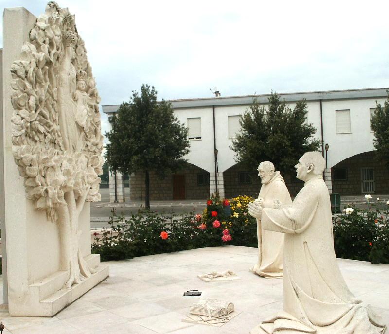 Don Orione e Padre Pio in un monemento a Foggia Incoronata