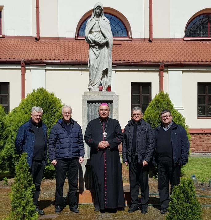 I Visitatori con il Vescovo di Pinsk, Mons. Antoni Dziemianko.