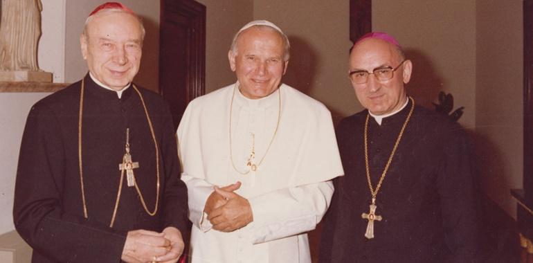Giovanni Paolo II con il card. Stefan Wyszyński e l'arciv. Bronislaw Dabrow